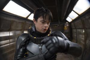 Valerian (Dane DeHaan) lokalisiert seine Koordinaten.